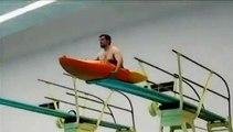 Emmener son kayak sur un plongeoir à la piscine