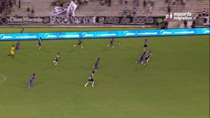 APELOU! Everton tenta a caneta, mas Mauro não deixa o meia do Fortaleza passar
