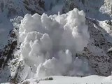 Avalanche intense pris à la caméra / Intense avalanche caught on camera