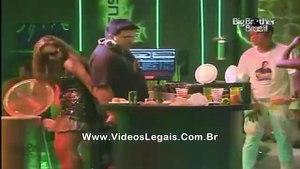BBB11 André Marques e Natália na pegação (Vídeo Completo!)