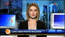 Lanţ uman pentru Rep. Moldova. Participanţii cer autorităţilor eliminarea paşapoartelor. Din faţa sediului MAE al României până în faţa Ambasadei R. Moldova. La casa lui Stalin pot să merg fără pașaport, la Casa Mamei... nu.