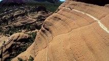 Michal Kollbek roule à flanc de falaise en VTT / Michal Kollbek rolls cliffside mountain bike
