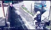 Il lui vole son sac à main, mais ce qu'elle fait déstabilise complètement le voleur