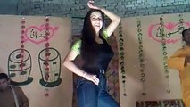 Indian Beautiful Girl Dance - Lak 28 Kuri Da