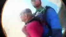 Une mamie saute en parachute pour fêter ses 100 ans