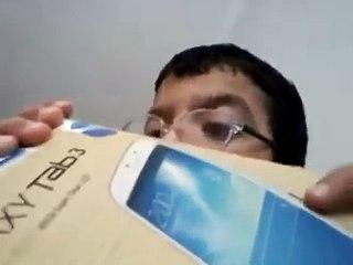Samsung Galaxy Tab 3 Kutu Açılımı Yapan Çocuk (Komik)