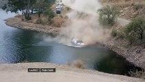 Une voiture de rallye rate son virage et tombe dans un lac ... et la voiture disparait dans l'eau !