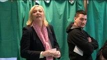 Départementales: Marine Le Pen a voté à Hénin-Beaumont