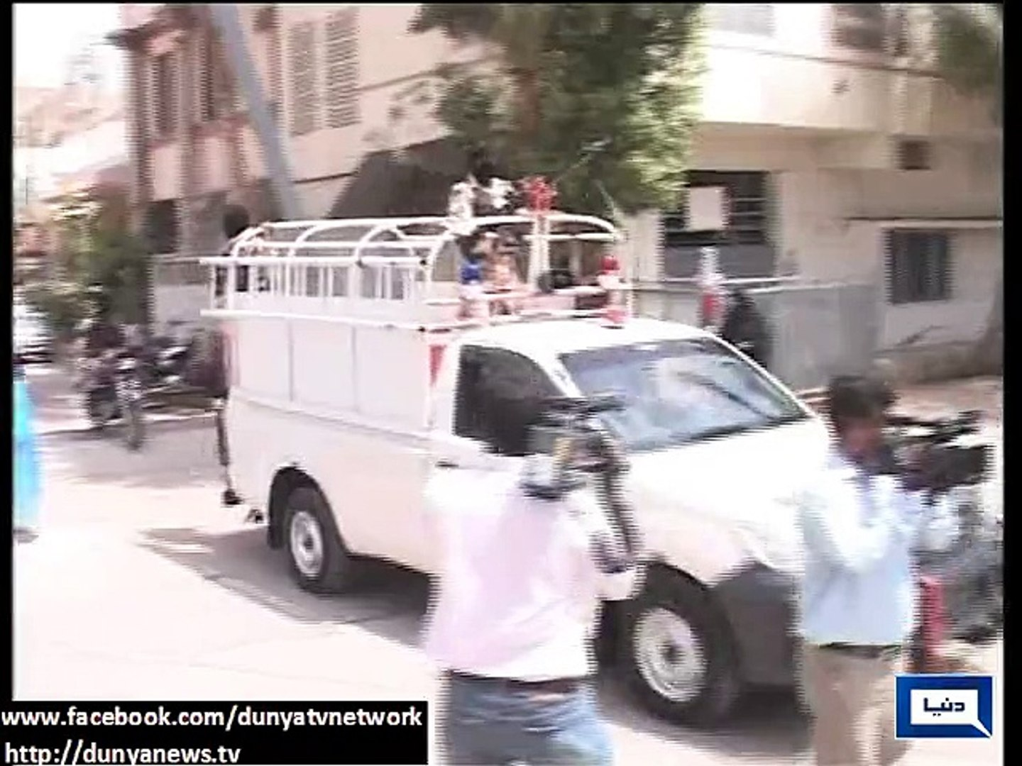 Rangers remove Barriers in Front of Musharraf's Residence