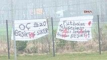 Milli Takım Kampında Emre Belözoğlu'na Küfürlü Pankart