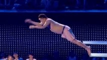 Celebrity Splash : il saute dans une piscine alors qu'il a une érection