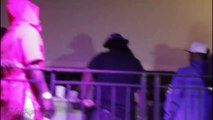 Des rappeurs du Bleu Davinci's Crew se battent avec le rappeur Hustle Simmons