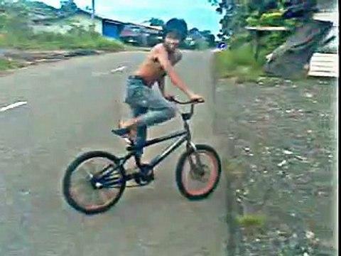 Lucu Ban Sepeda Pecah Video Dailymotion