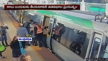 Commuters Push Train To Free Trapped Passenger In Perth, Australia (29 - 03 - 2015)
