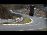 Nürburgring: la Nissan GT-R Nismo de la GT Academy propulsée dans les airs