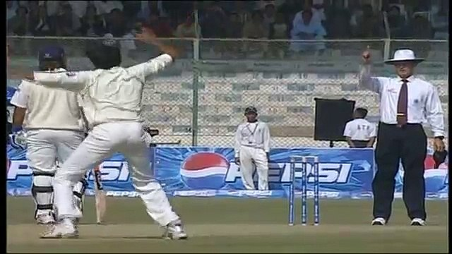 Muhammad Asif Destroys Indian Batting (Low)