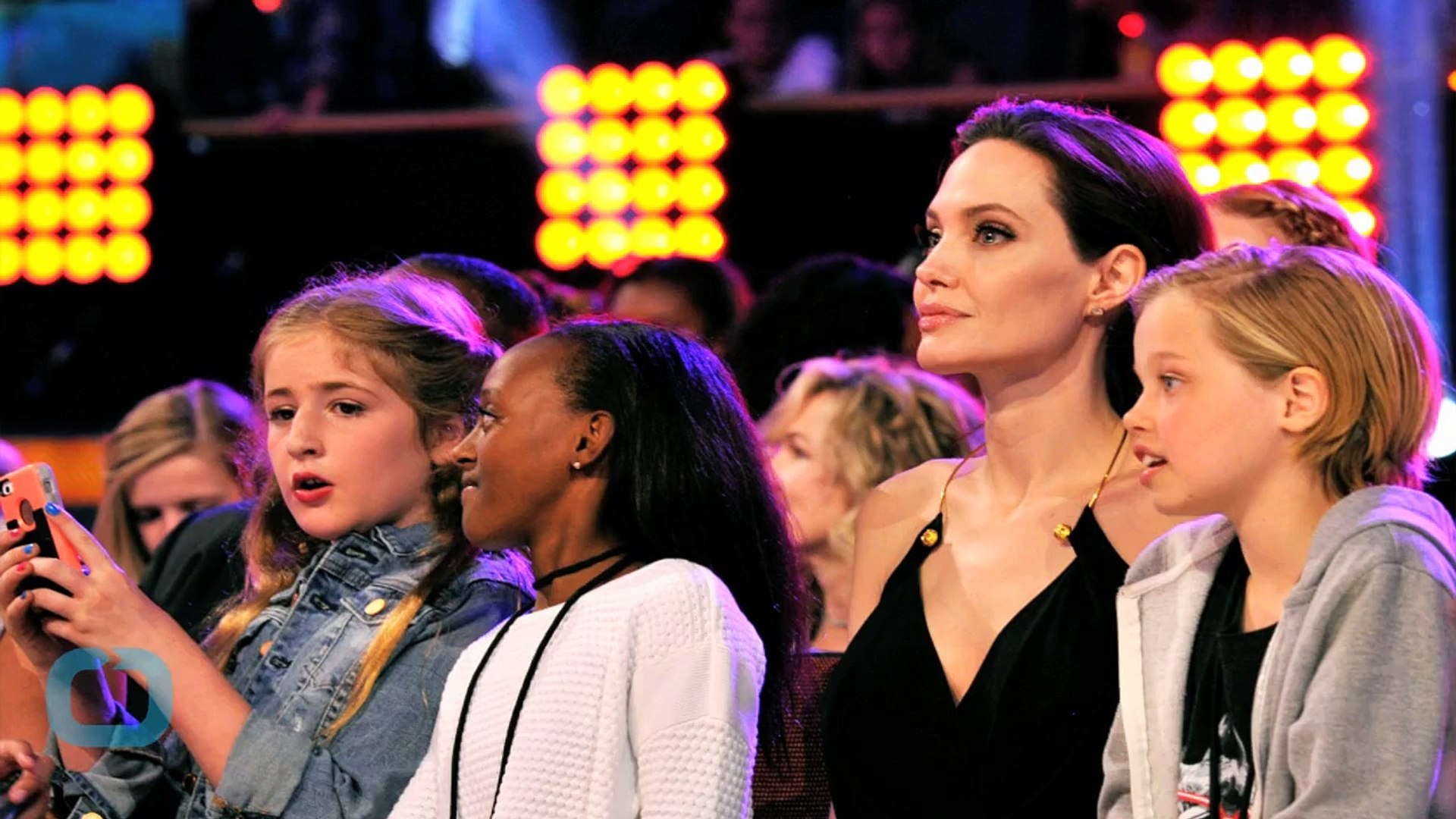 Angelina Jolie Makes Inspirational Speech at the Kids' Choice Awards