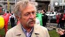 Βρυξέλλες: Στους δρόμους οι αγρότες κατά της κατάργησης των ποσοστώσεων στο γάλα