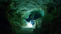 """Plongée de l'extrême dans les """"blues hole"""" des Bahamas"""