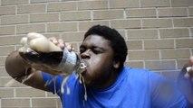 BOIRE du Coca Light avec des Mentos dans la bouche !