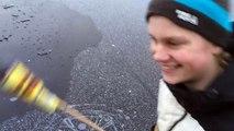 Il Tire un Feu d'Artifice sous la Glace d'un Lac Gelé