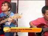 Los grandes beneficios de que los niños aprendan a tocar un instrumento