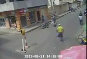 Ha Ha Ha !!! Girls Caught Purse Snatcher _ Beating on the Road