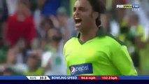Shoaib Akhtar Shouts at David Hussey!! Sledges Australia