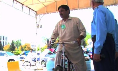 Jamshed Dasti arrives parliament on bicycle