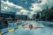 Tuto compositing piscine - Une étrange piscine dans la ville avec ce tutoriel Photoshop