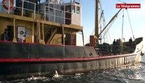 Douarnenez. Le bateau du capitaine Haddock entre au Port-Musée