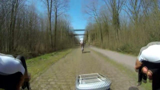 Cyclisme - Paris-Roubaix : L'entrée sur Arenberg