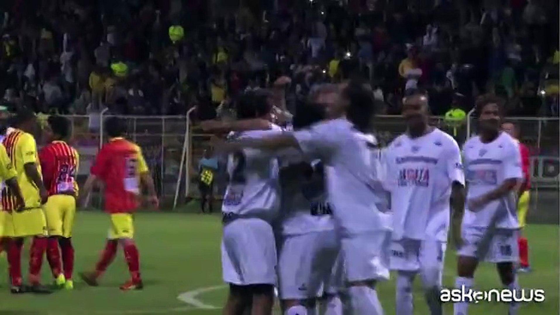 A Bogotà Maradona gioca a calcio per la pace con le Farc