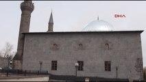 Kars Valisi Ermenilerin Katliam Yaptığı Camide Açıklama Yaptı