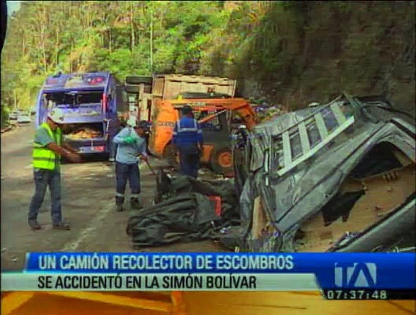 Un camión impactó una furgoneta en la avenida Simón Bolívar