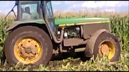 Traktori u blatu !