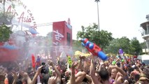 Both Tourists and Locals Get Soaked in the World's Biggest Waterfight