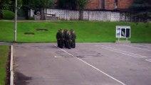 Ce que ces Militaires Russes Chantent Pendant leur entrainement est vraiment marrant !