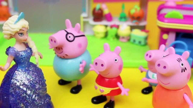 Peppa Pig Shops for Shopkins with Frozen Elsa and Anna Dollsa at the Small Mart Store Disn