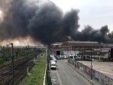 """Incendie à la Courneuve: l'A86 toujours coupée, la fumée reste """"importante"""""""
