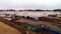 فيديو جديد يظهر قوه امواج تسونامي اليابان (سبحان الله)