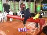 Se7en + Taebin Pillow Fight