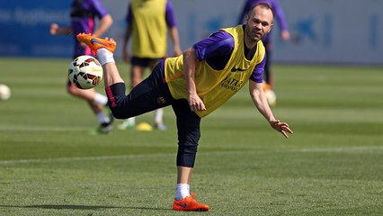 Training session (20/04/15): Iniesta is back