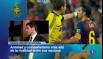 Casillas y Xavi tras el P.Príncipe de Asturias,se dedican la camiseta de su equipo.