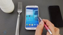 Samsung Galaxy S4 super-sensitive touchscreen demonstration