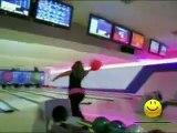 Une blonde au bowling