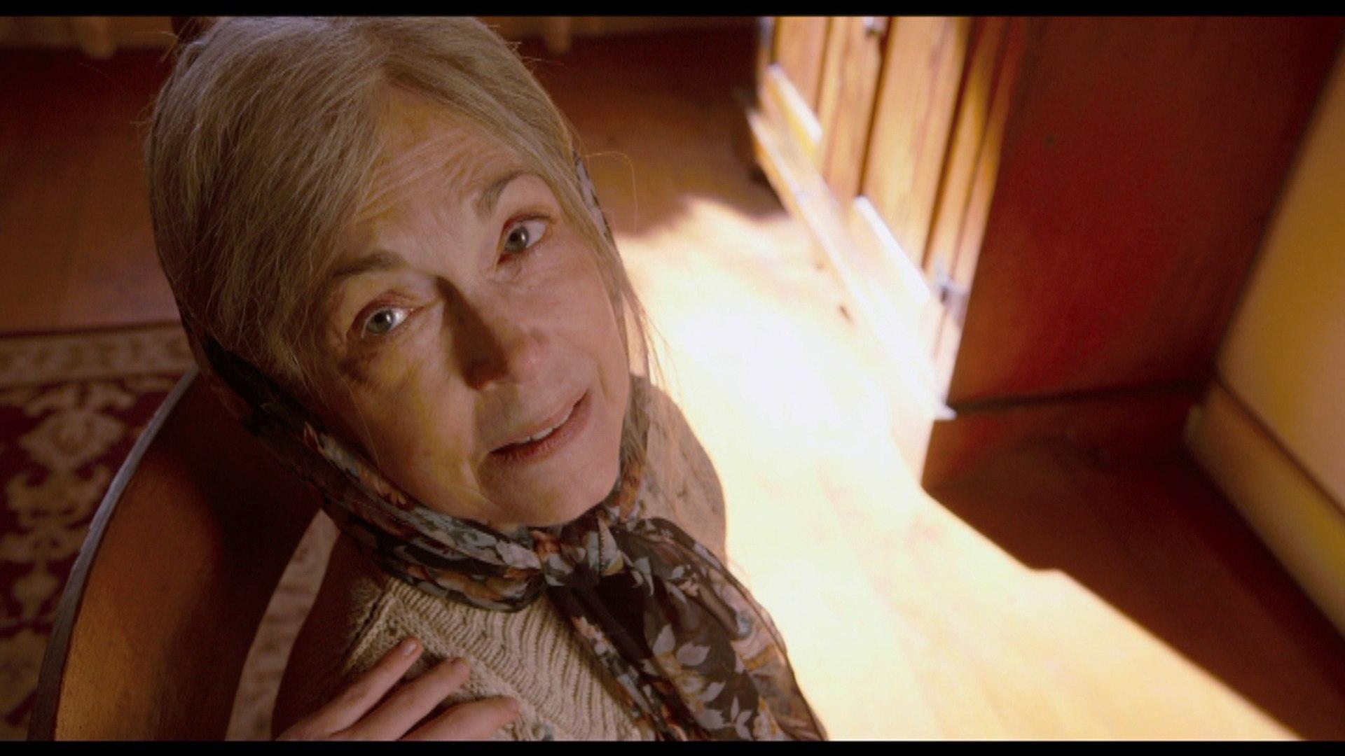 Kathryn Hahn In M. Night Shyamalan 'The Visit' Trailer