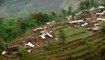 Au Népal, des images aériennes montrent les villages en ruines