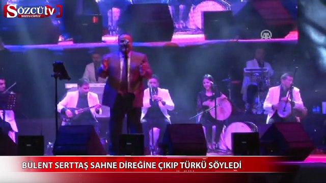 Bülent Serttaş sahne direğine çıkıp türkü söyledi