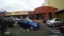 Un débile essaie de garer sa voiture